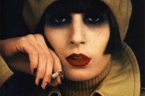 Fiery gaze burning glamour smoky eye Anjelica Huston